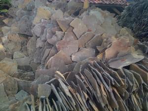 Batu Templek Acak Belang